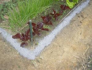 Cordón en el suelo con cenizas